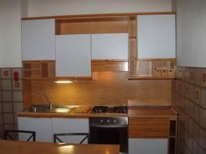 cucina bianca e marrone da 3 mt