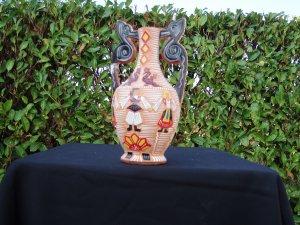 anfora decorata in ceramica rosa