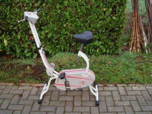 cyclette bianca per ginnastica