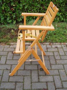 seggiolone in legno pieghevole