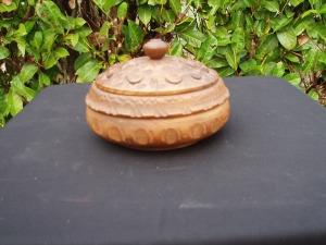 scatola lavorata in legno rotonda