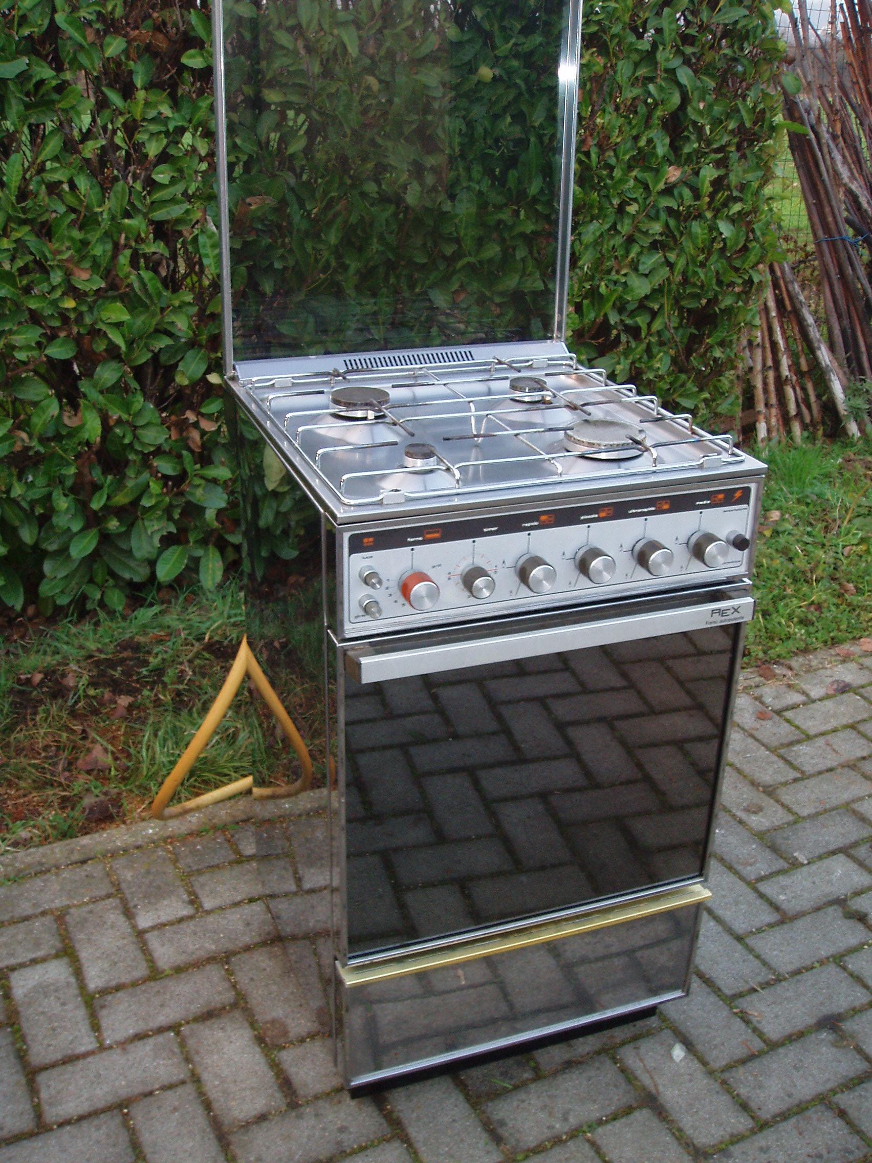Cucine A Gas Con Forno A Gas Usate.Cucina Rex Con Forno Il Tendone Solidale Mercatino Dell Usato
