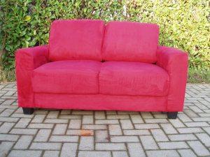 divano due posti in raso rosso
