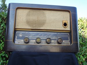 radio d'epoca in legno