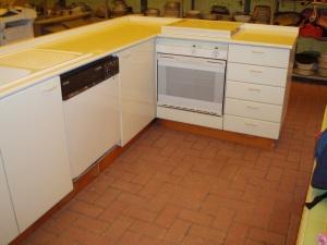 cucina bianca ad angolo senza frigo