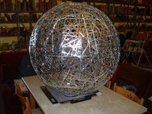 lampada sferica in metallo