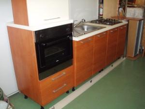 cucina lineare 240 cm bianca e marrone