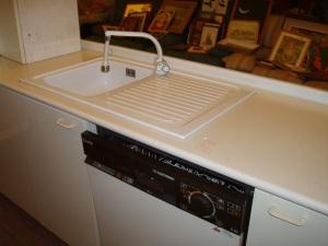 cucina ad angolo particolare del lavandino