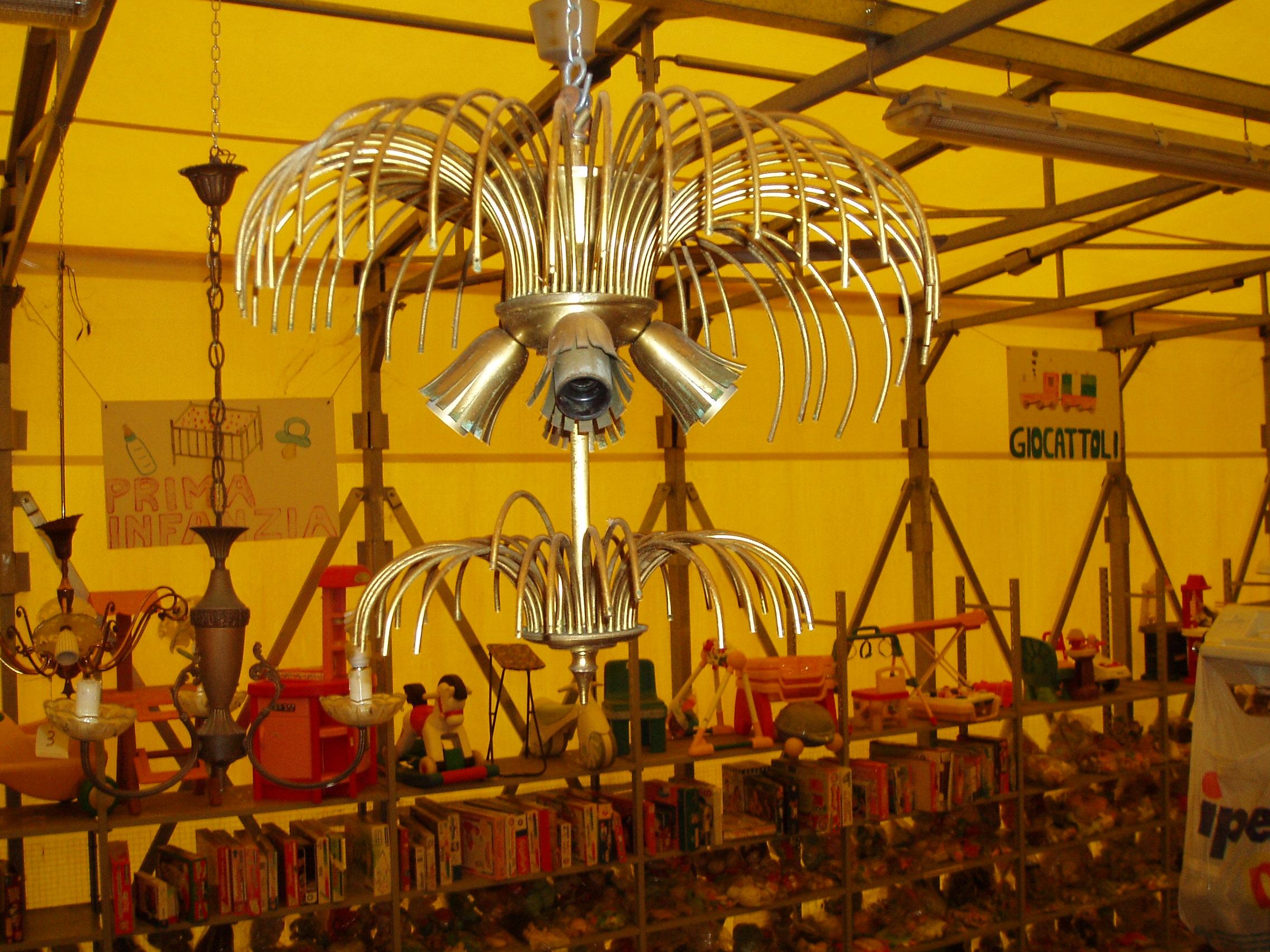 Usato lampadari monza e brianza il tendone solidale for Mercatino usato monza