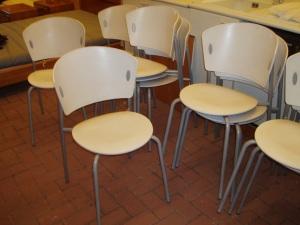 sedie giò impilate