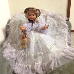 bambola anni 50 vista intera