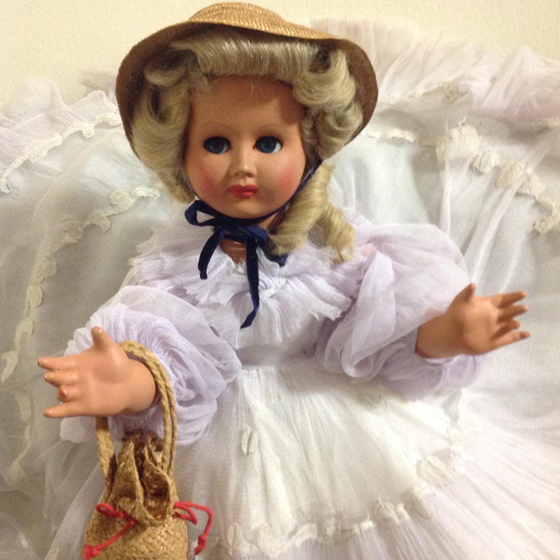 Bambola d epoca in abito bianco il tendone solidale - Case anni 50 ...