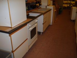 cucina lineare 3,1 mt con piano nero