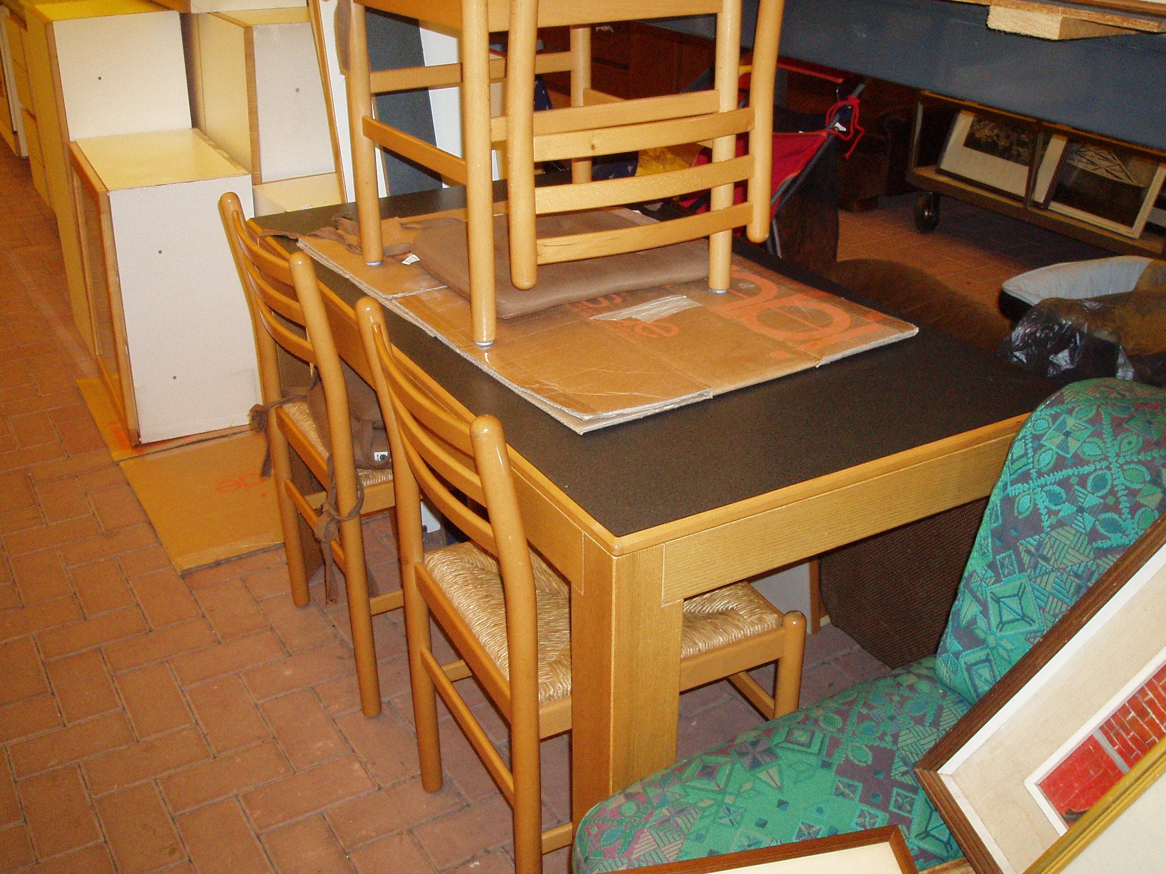 tavolo cucina nero usato – Il Tendone solidale mercatino ...