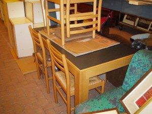 tavolo nero da cucina con 4 sedie