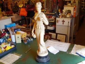 particolare seconda statua
