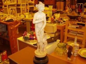 particolare prima statua