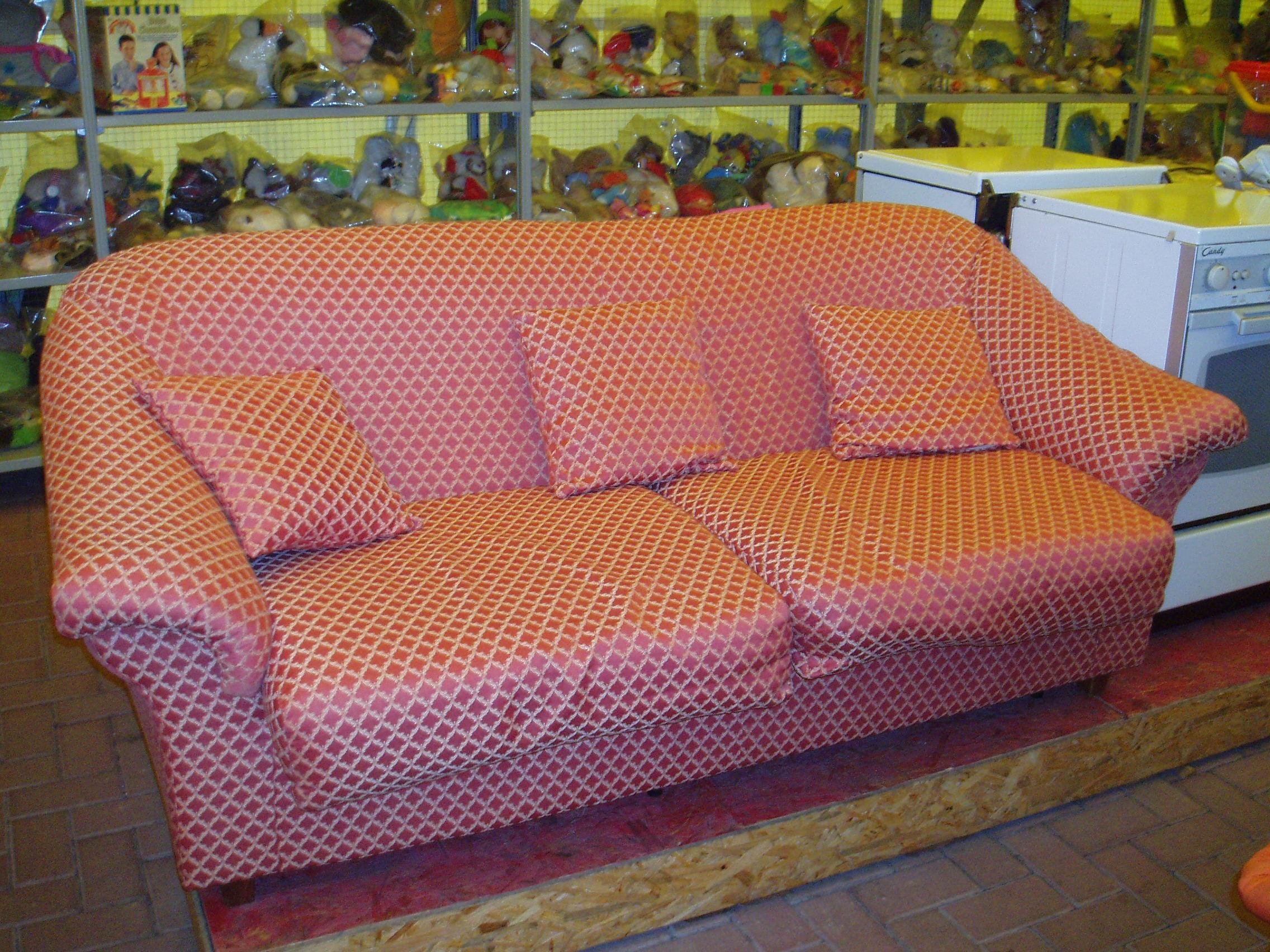 Divani Letto Usati : Divani letto usati u il tendone solidale mercatino dell usato
