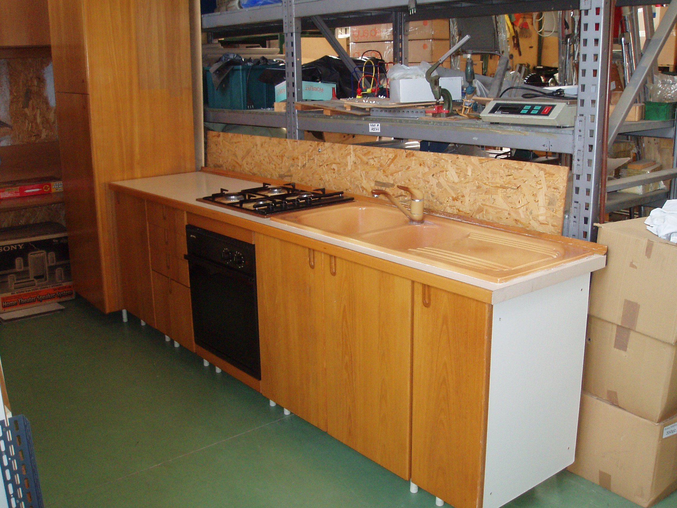 cucina con angolo mobile frigo – Il Tendone solidale mercatino ...