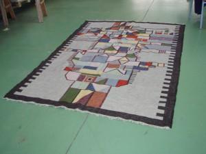tappeto grigio nero realizzato a mano