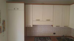pensili lato lungo cucina ad angolo