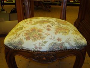 particolare del rivestimento imbottito della sedia