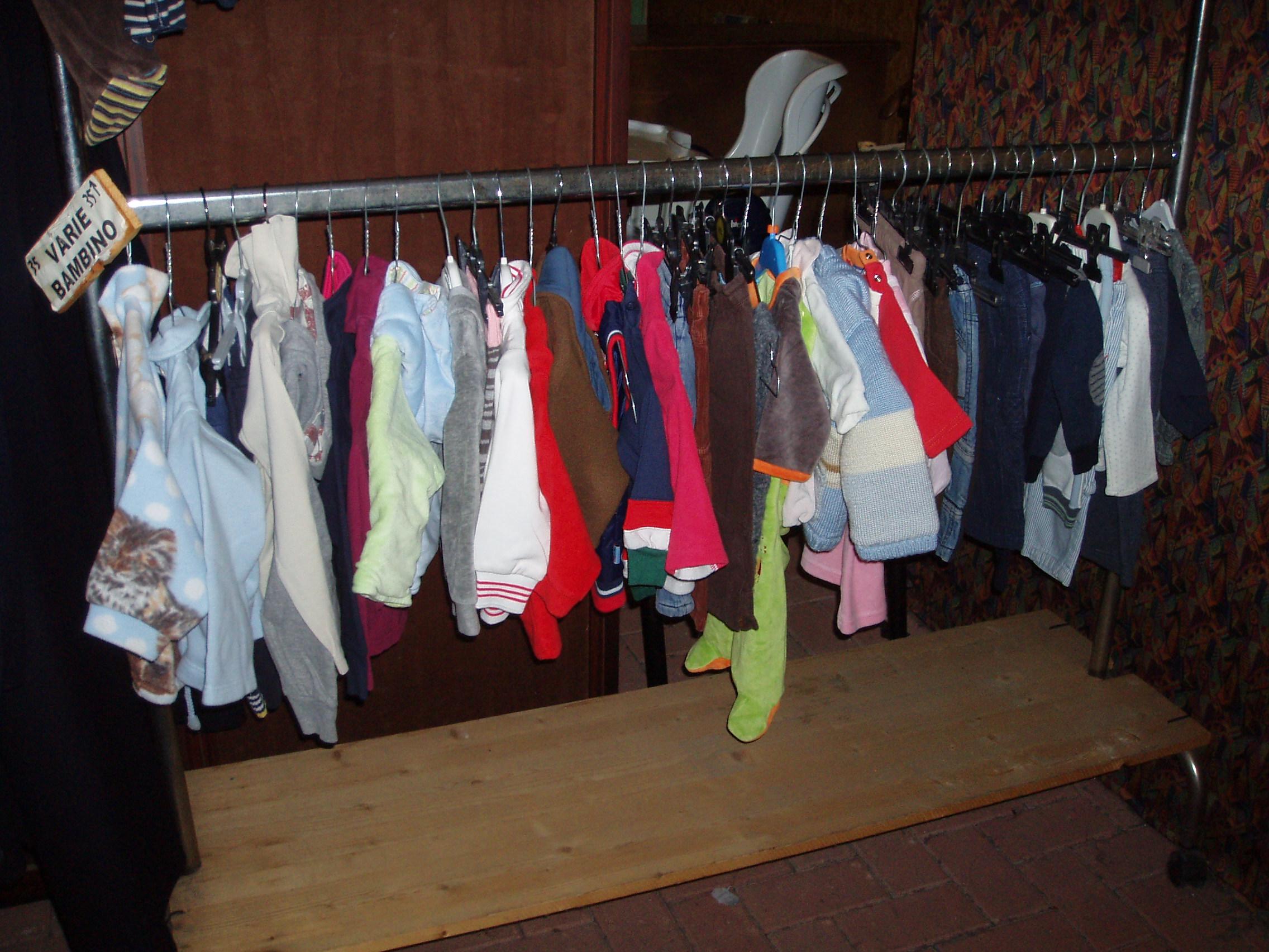 f075a0bae6ed abbigliamento usato per neonati – Il Tendone solidale mercatino dell ...