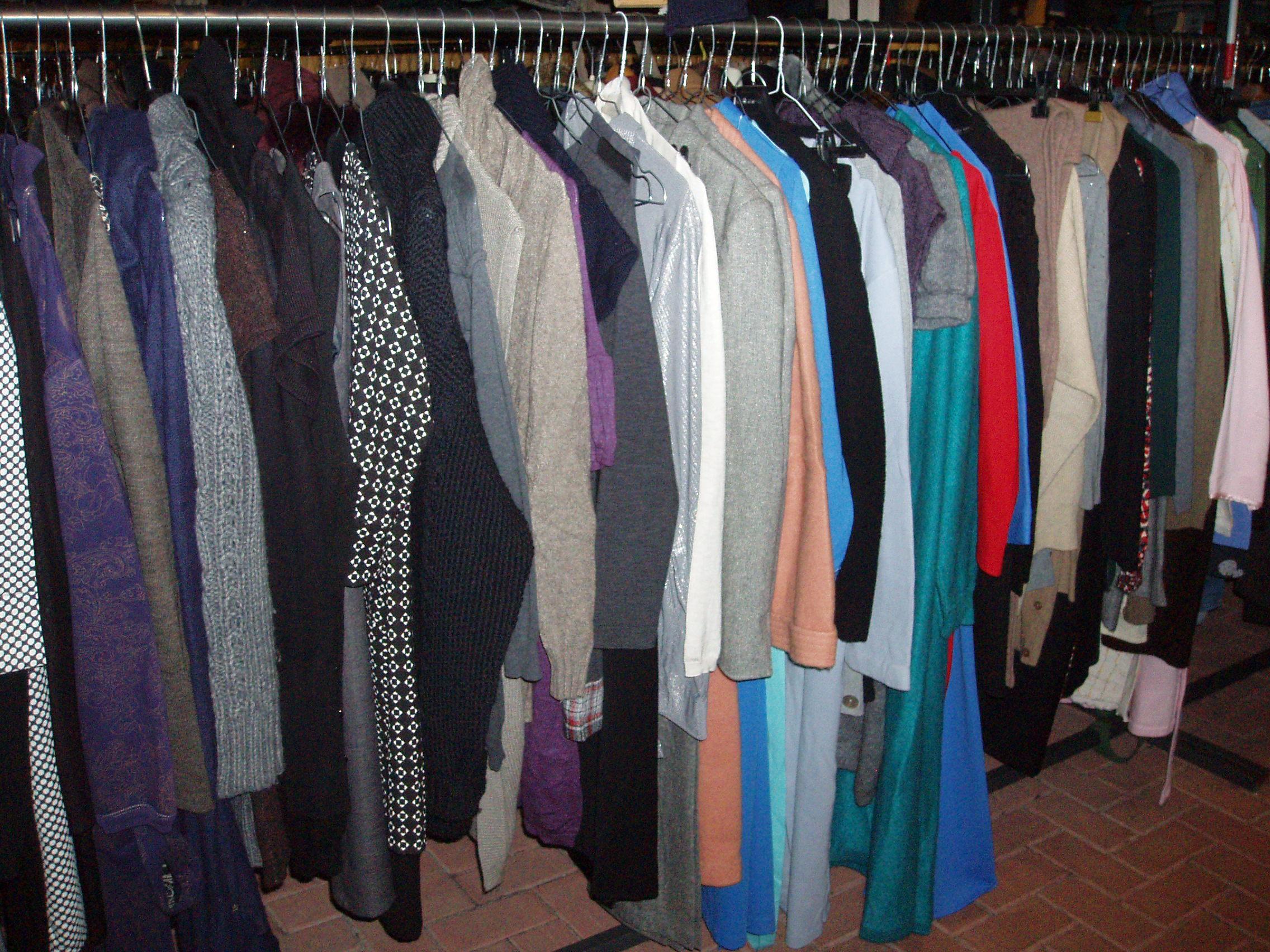vestiti uomo – Il Tendone solidale mercatino dell' usato
