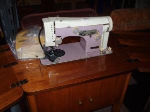 macchina elettrica a cucire necchi con pedale