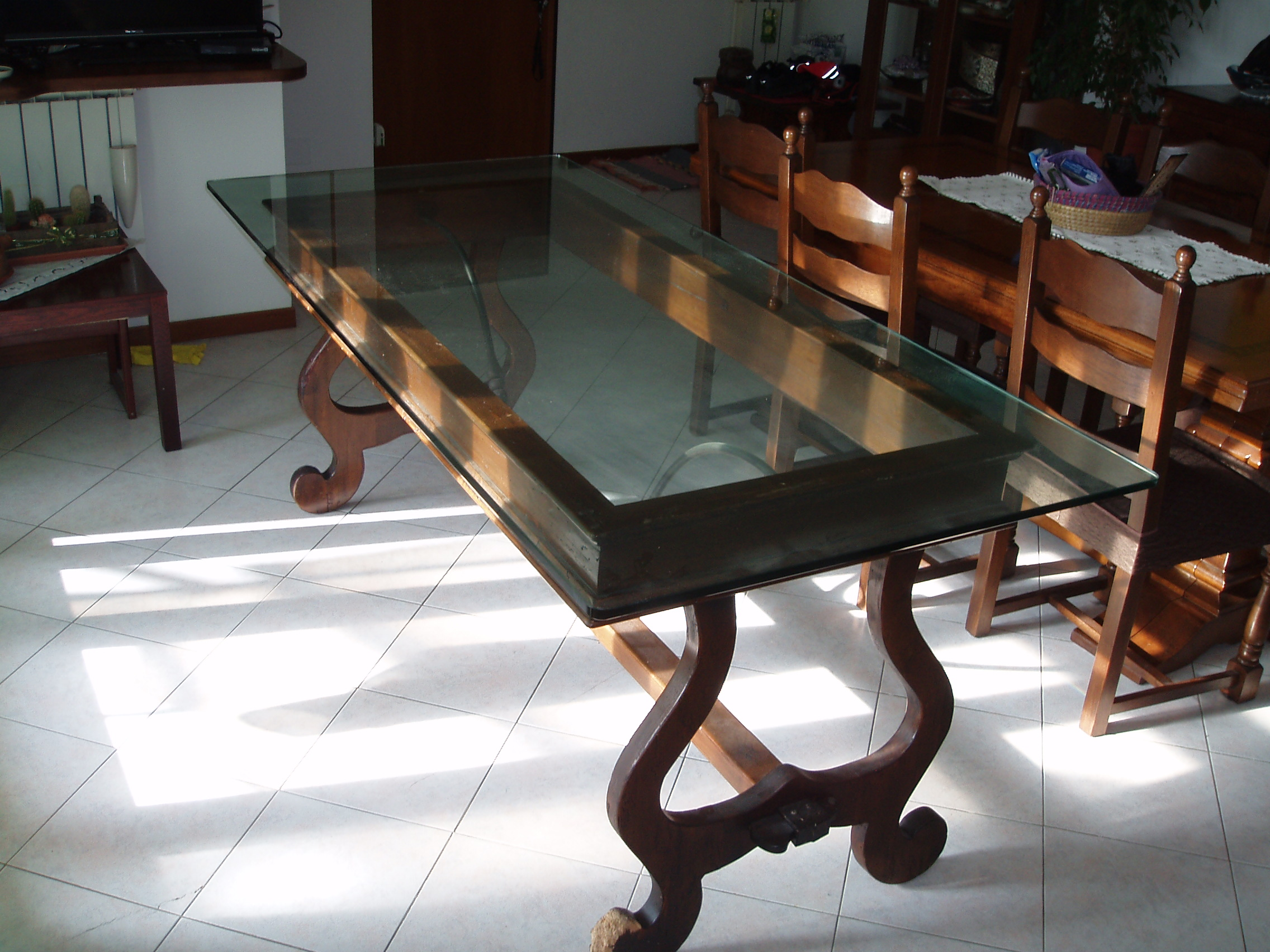 Tavolo antico con piano in cristallo il tendone solidale for Tavolo di cristallo