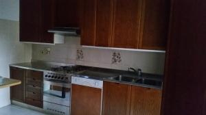 cucina in acciaio vista di lato