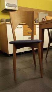 particolare della sedie del tavolo