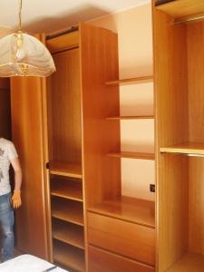 parte centrale dell'armadio aperta