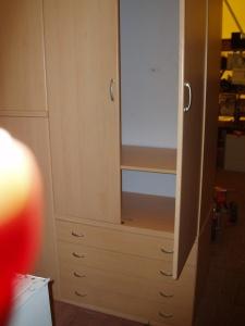 armadio chiaro sei ante vista lato interno dx