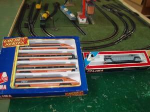 coppia di set trenini e locomotive del plastico