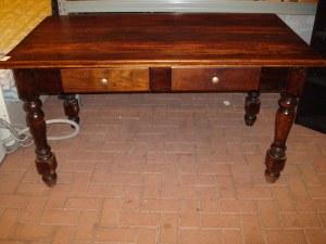 tavolo antico scuro in massello