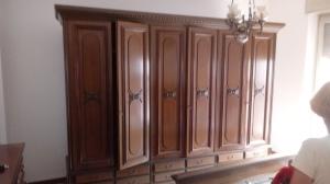 armadio di camera classico a sei ante e sei cassetti sotto