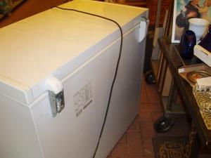 particolare della plastica mancante al congelatore