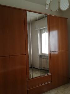 armadi di camera con ante a specchio