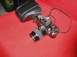 nikkormat ft con custodia e obiettivo 135 mm